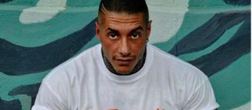 Francesco Chiofalo pubblica una foto di lui in ospedale prima dell'intervento