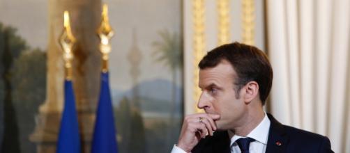 Le Président réfléchit à la nature des voeux à faire aux Français.