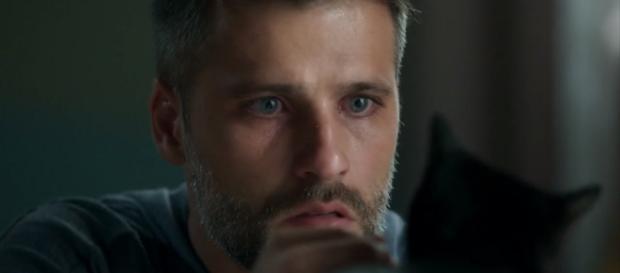 Gabriel descobre a sua missão em O Sétimo Guardião (Foto: TV Globo)