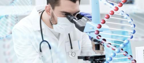 Biomédico atuando como Geneticista (via Famesp).