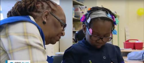 Foster grandmothers in Washington DC classrooms make a lasting difference with love. [Image source: CBSThisMorning-YouTube]