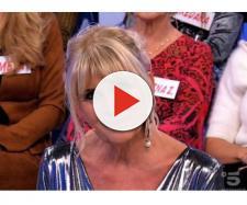 Uomini e Donne: Gemma Galgani indossa un abito firmato da Giulia De Lellis ma non piace.