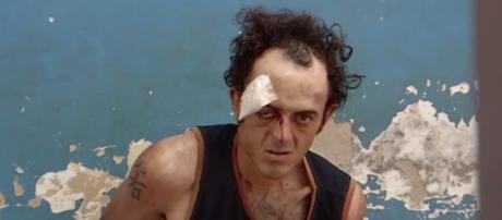 Homem invadiu a igreja com duas facas (Reprodução/TV Anhanguera)