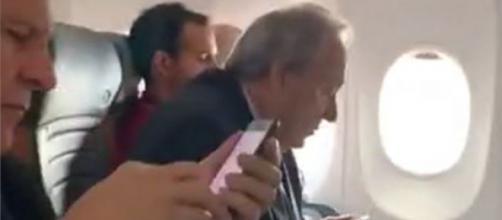 Lewandowski é hostilizado em voo por advogado indignado