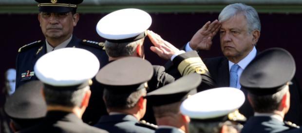 El presidente Andrés Manuel López Obrador recibió honores militares.