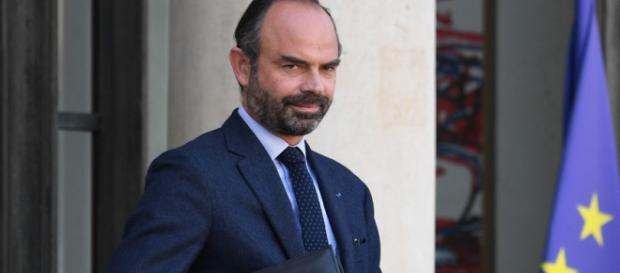 Gilets jaunes : Édouard Philippe annonce le gel des taxes sur les carburants