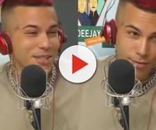 Sfera Ebbasta durante l'intervista a Radio Dejay