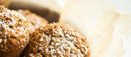 Muffin vegani al chai con yogurt di soia, zucchero di cocco e farina di mandorla