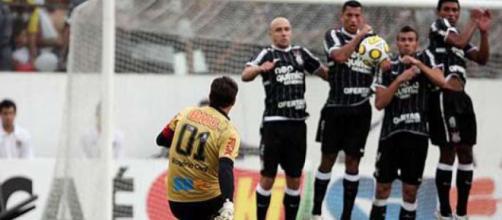Rogério Ceni marcando seu centésimo gol
