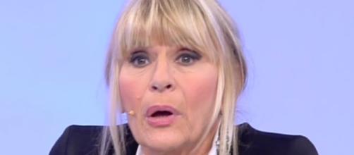 Uomini e Donne: Denise lancia una bottiglietta contro Sebastiano, Gemma bacia Rocco