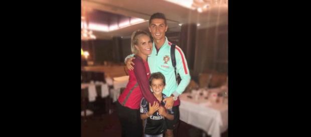 Kátia Aveiro com o irmão Cristiano [Imagem via YouTube]