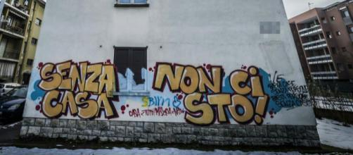 Bologna, la casa di Juri Malini occupata da una famiglia di romeni
