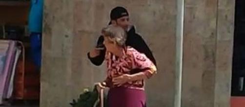 Suspeito foi morto e idosa não se feriu (Reprodução)