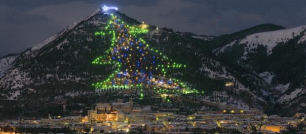 Accensione dell'albero di Natale a Gubbio 2018: venerdì 7 dicembre - borgosantangelo.it