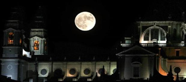 Catedral de la Almudena de noche.