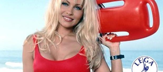Pamela Anderson attacca Salvini