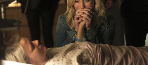 A cena que Caroline se despediu da mãe. (foto reprodução).