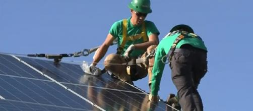 California becomes first state to require solar power for new homes. [Image source/KPIX CBS FS Bay Area YouTube video]