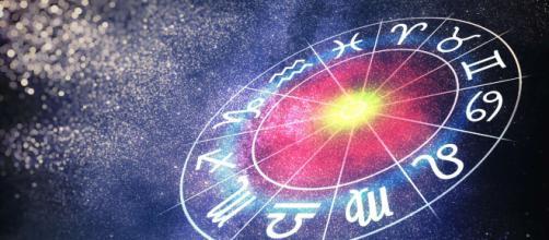 Oroscopo 8 dicembre, previsioni dell'Immacolata: stanchezza per il Sagittario