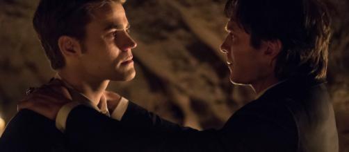 Stefan se sacrificou pelo seu irmão no episodio final / Reprodução: Capricho