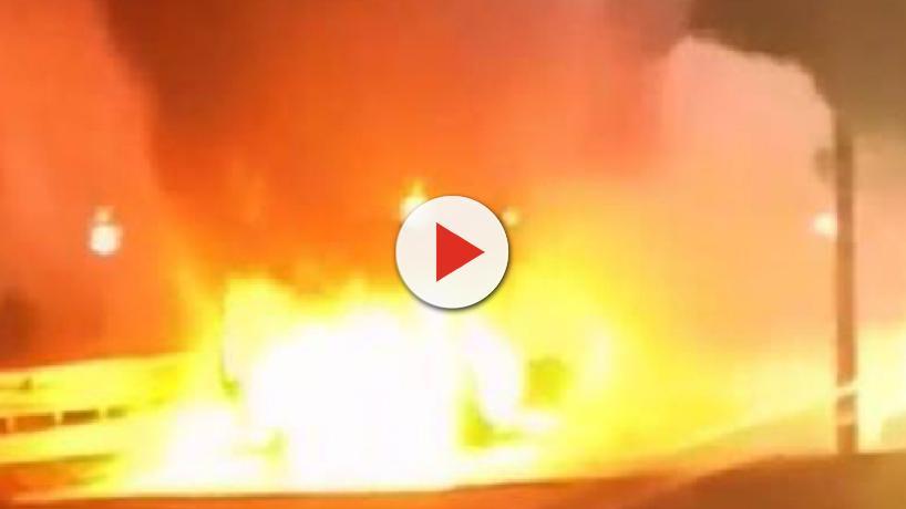 Roma, nuovo incendio: autobus della linea 700 prende fuoco su via Pontina