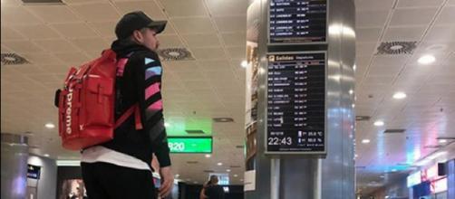 Alejandro Albalá, en el aeropuerto de Barajas. / Instagram
