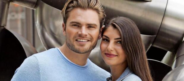 Johannes Haller und Yeliz Koc eine Woche täglich auf fremden Sofas