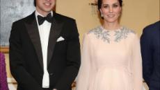 La embarazada Kate asiste al palacio de Noruega con un vestido muy glamuroso