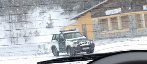 El coche de la Guardia Civil visto más de cerca.