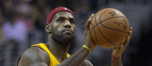 LeBron James would be willing to sit down with the Spurs (Image Credit: Keith Allison/WikiCommons)