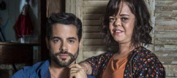 Amaro e Estela, um casal formado pela ganância e oportunismo do português! (Reprodução/Web)