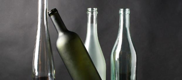 Bottiglie di plastica stop della Ue