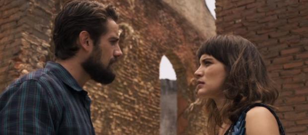 Renato descobre segredo de Clara em O Outro Lado do Paraíso (Foto: TV Globo)
