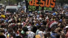 Carnaval carioca: religiosos tentam evangelizar em meio a bloco