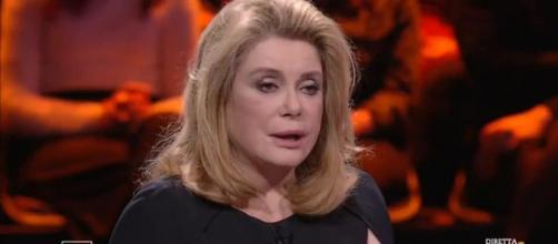 Catherine Deneuve intervistata da Massimo Giletti a Non è l'Arena