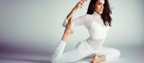 Meghan Markle, prometida del Príncipe de Inglaterra practica yoga. - com.tr