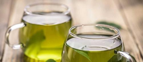 The health benefits of drinking green tea - Image via eatthis/Youtube