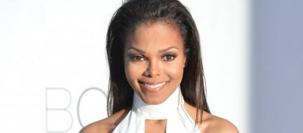 Janet Jackson faz imenso sucesso na música