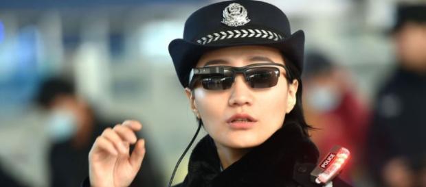La polizia cinese utilizza occhiali smart per il riconoscimento ... - gizchina.it