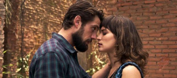 Renato pede Clara em casamento em O Outro Lado do Paraíso. (Foto: TV Globo)