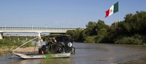 A Border Patrol Riverine Unit along the Rio Grande Valley River (Image credit - Donna Burton, Wikimedia Commons)