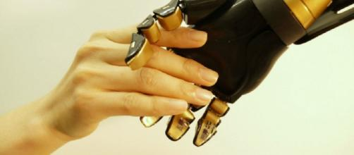 Creata la prima pelle artificiale sensibile al tatto