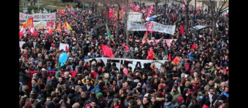 Macerata, 15mila persone al corteo antifascista