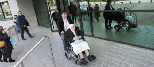 Monja que sufría parálisis, logró caminar.