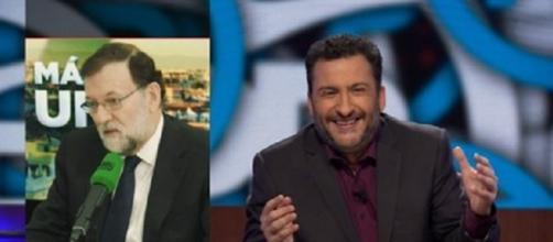 Toni Soler, contando en su programa 'Està Passant' (TV3) una noticia sobre Mariano Rajoy.