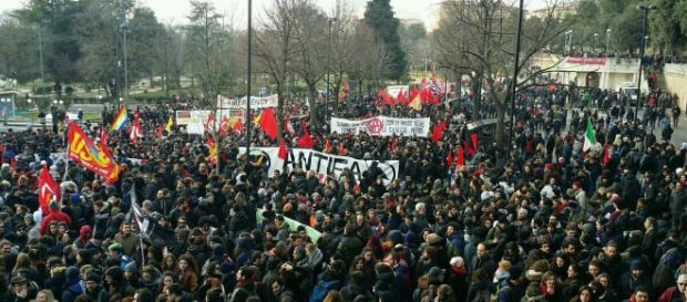 Macerata, 30mila al corteo antifascista: i movimenti vincono la ... - dinamopress.it