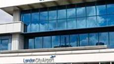 Descubren una bomba de la Segunda Guerra Mundial en el aeropuerto de Londres