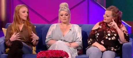 Maci Bookout, Amber Portwood, and Catelynn Lowell appear at the 'Teen Mom OG' reunion. [Photo via MTV/YouTube]