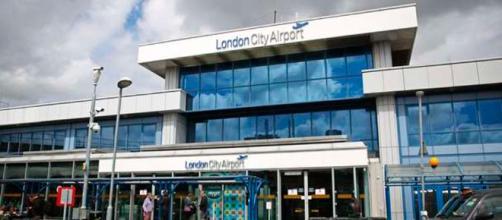 El aeropuerto de Londres fue desalojado por prevención este domingo tras hallar un artefacto histórico de la Segunda Guerra Mundial