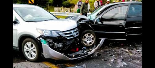 Fuerte colisión automovilística.
